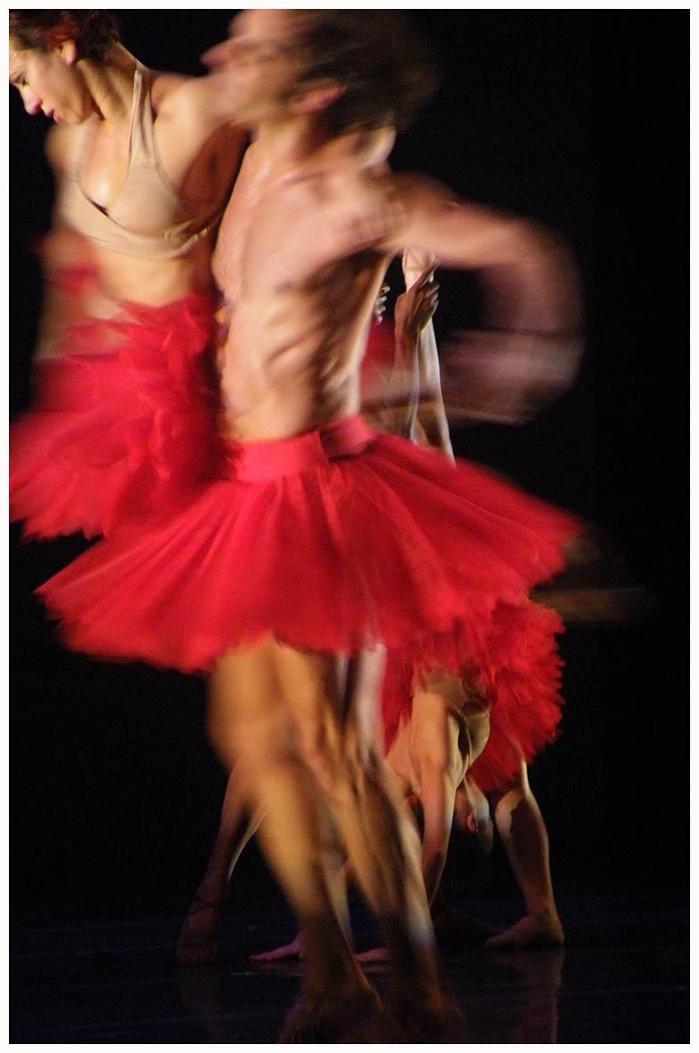 Cisne Negro por la Cía. de Danza de Brasil con la Orquesta Filarmónica de Montevideo